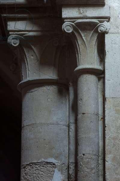 Church (Église Saint-Sauveur du Petit-Andely). Interior. Pillars and capitals. Gothic.