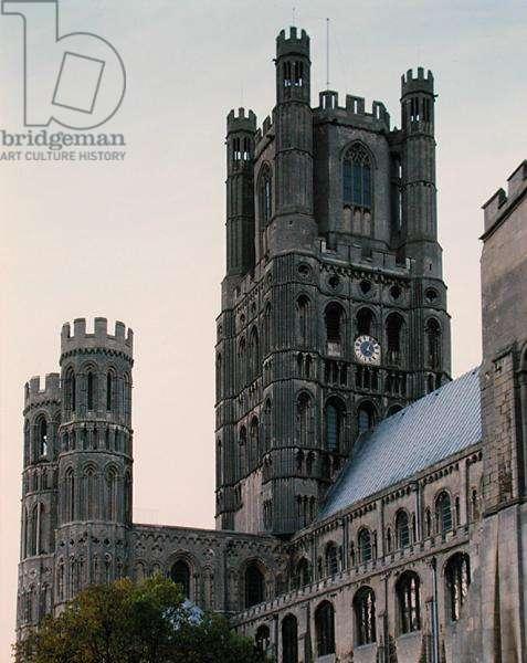 Octagon Tower, built 1322 (photo)