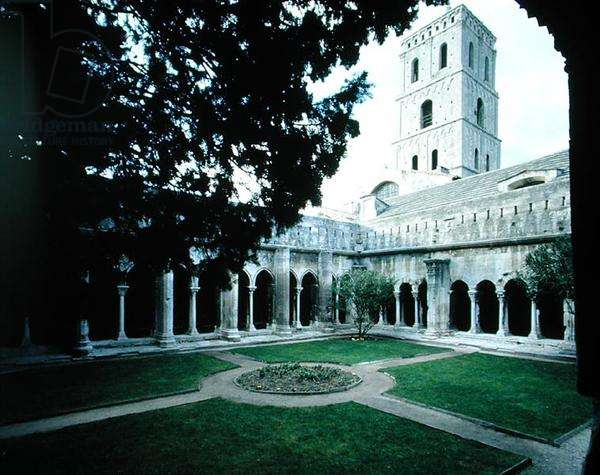 View of the cloister (photo)