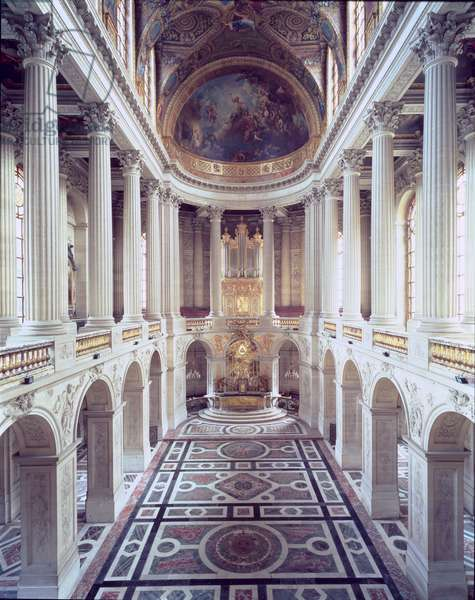 Interior view of the chapel, begun in 1699 and completed by Robert de Cotte in 1710 (photo)