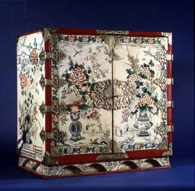 Queen Anne cream lacquer cabinet decorated with vases of flowers and chinoiseries, with fitted interior, rare, English, c.1710