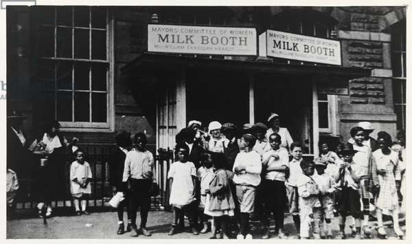 Milk Booth for Harlem Children, c.1930 (photo, mounted on cardboard)