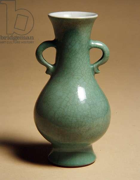 Vase, 1736-95 (porcelain with white & green crackle glaze)