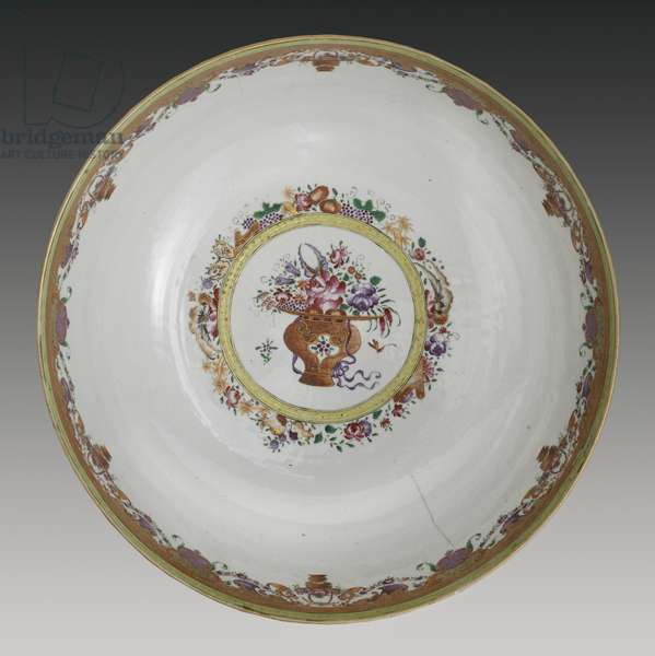 Interior, Famille verte hong bowl, Qianlong Dynasty, c.1785 (hard paste porcelain)