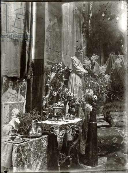 Mucha's studio decorated with his collection of objets d'art, Rue du Val de Grâce, Paris, c.1897 (b/w photo)