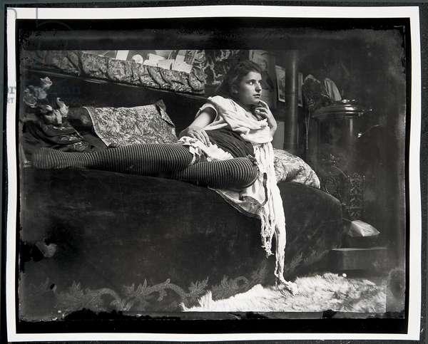 Model reclining on the couch in Mucha's studio, Rue du Val-de-Grâce, Paris, 1889 (b/w photo)