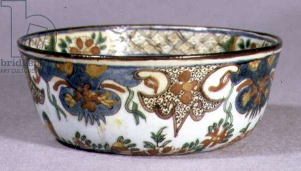 E25 Bowl with complex exterior pattern of stylised floral and abstract designs, 1700-50 (ceramic)