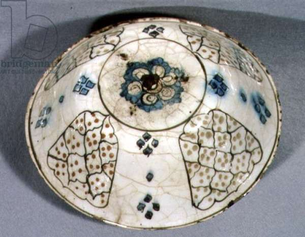 E22 Bowl with interior pattern of tulips panels and seeds, Turkish, from Kutahya, early 18th century (ceramic)