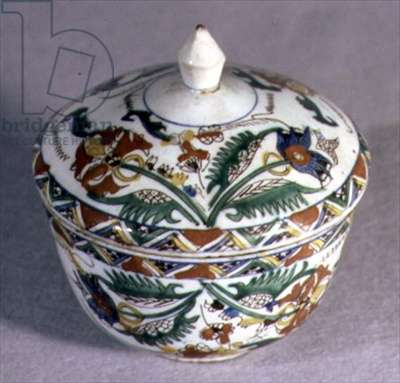 C1 Bowl with cover, both decorated with sprays of stylised flowers and leaves, in aubergine, blue, green, yellow and sealing-wax red, from Kutahya, Anatolia, 1745 (ceramic)