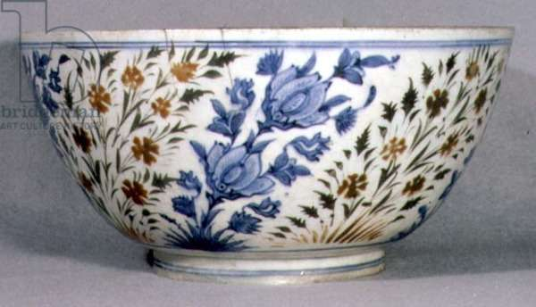 E24 Bowl with decoration of orchid sprays, from Kirman in Iran, 17th century (ceramic)