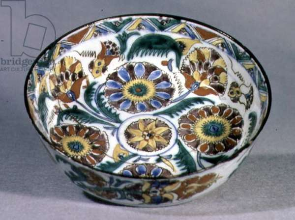 E15 Cup with floral decoration of palmettes, from Kutahya, Armenia, 1700-1750 (ceramic)