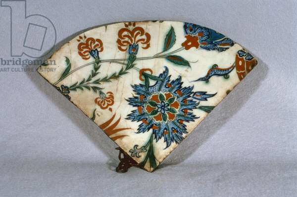 A10 Fan-shaped tile with design of stylised flowers, Isnik, c.1570 (ceramic)