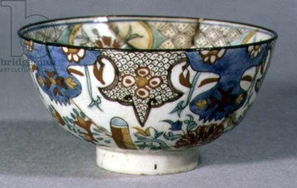 E18 Bowl with serrated leaf design, Islamic, made at Siwas, 1700-1750 (ceramic)