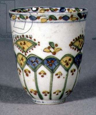 E20 Cup with stylised cypress tree and leaf shapes in aubergine and turquoise, early 18th century (ceramic)