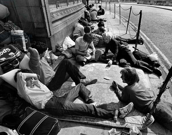 Queue for Last night of 1981 Proms