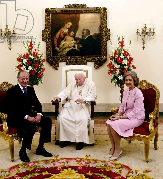 Pope John Paul II meeting Juan Carlos I of Spain and Queen Sofia, Madrid, Spain, 2000 (photo)