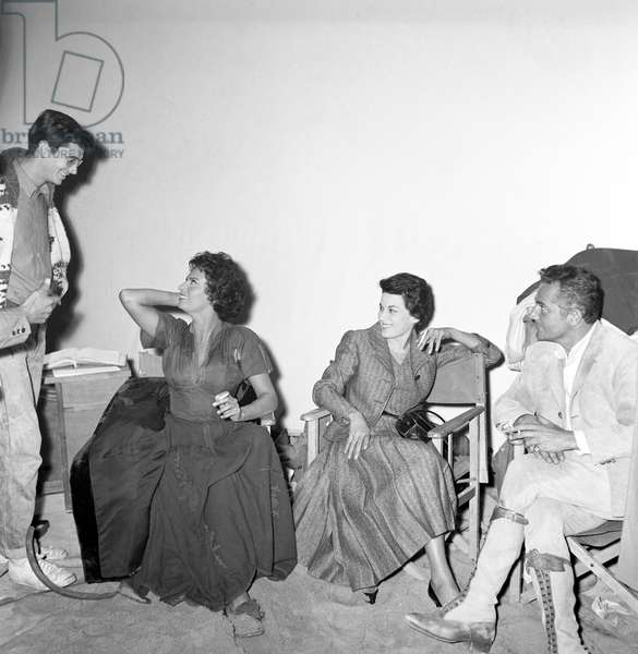 Anthony Perkins, Sophia Loren, Silvana Mangano and Rossano Brazzi in the Cinecittà  studios (b/w photo)