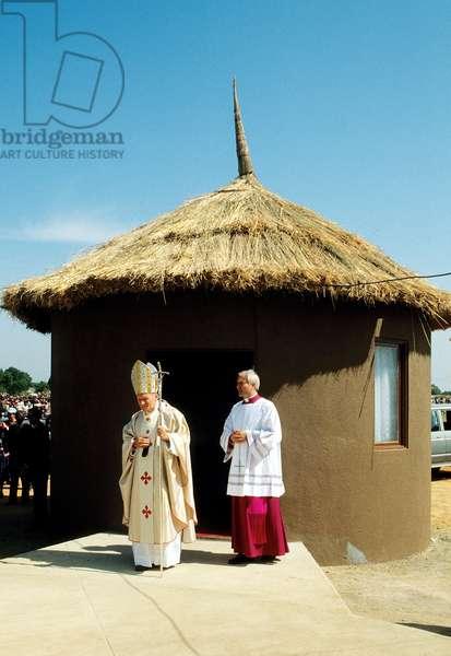 Pope John Paul II in Angola, Angola