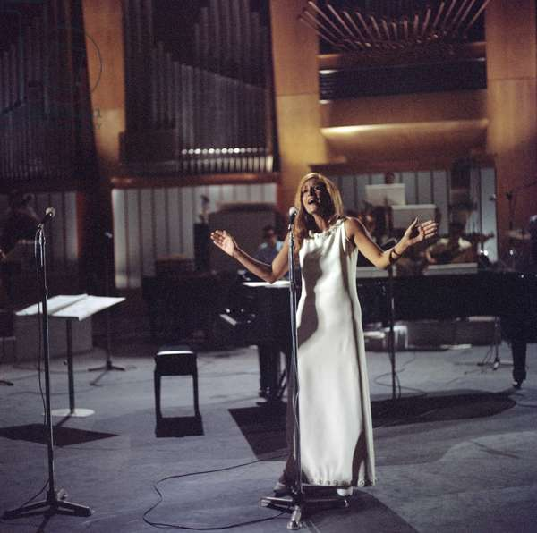 Dalida in concert, Italy, 1970 (photo)