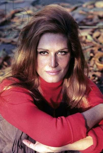 Dalida posing, France, 1970 (photo)