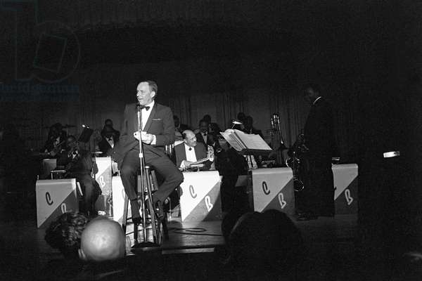 Frank Sinatra in concert, 1961 (b/w photo)