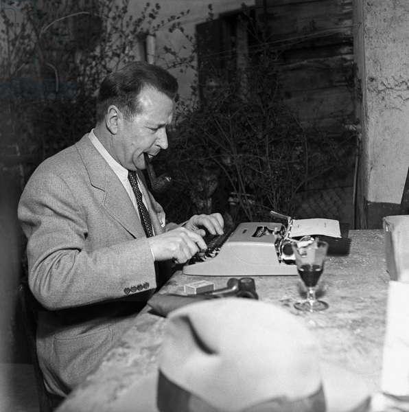 Georges Simenon typewriting,  Milan, Italy