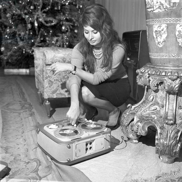 Sophia Loren in her house, 1960 (b/w photo)