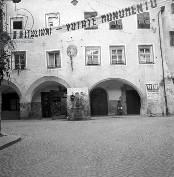 During the regional election in Trentino-Alto Adige/Sudtirol, some electoral posters of the Christian Democratic Party hanging on a building, Italy, November 1952 (b/w photo)