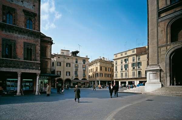 Mantegna Square in Mantua (Piazza Mantegna a Mantova)
