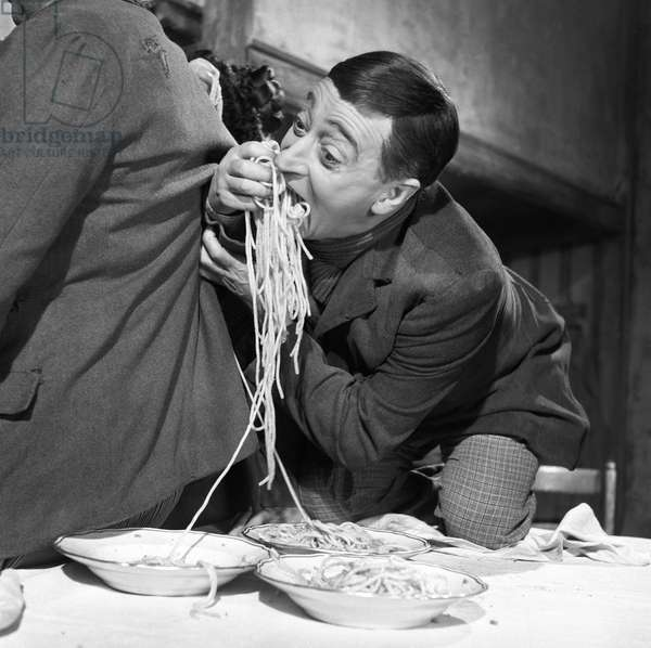 Totò in the film Miseria e nobilt‡, 1954 (b/w photo)
