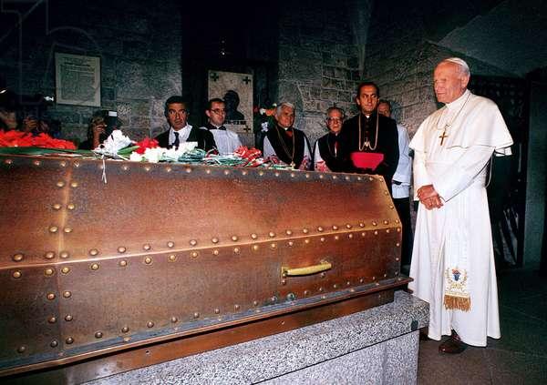Pope John Paul II at the tomb of Jozef Pilsudski, Poland