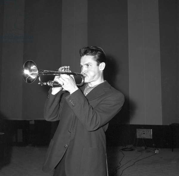 The trumpet player Chet Baker (b/w photo)