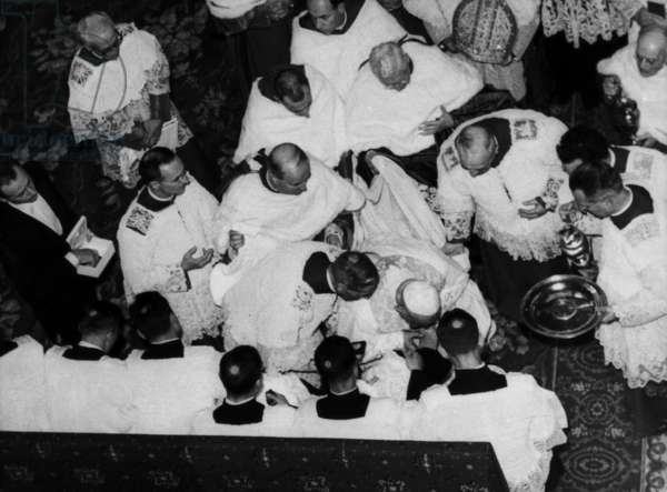 Pope John XXIII during paschal rite of the Foot Washing