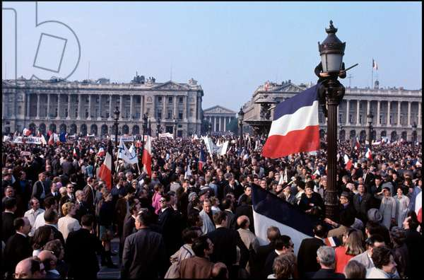 An imposing demonstration in favour of the general De Gaulle in a street of the capital. Paris, May 1968 (b/w photo)
