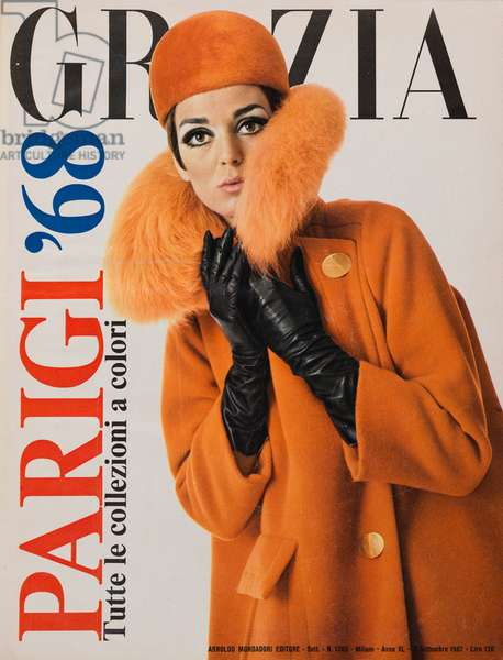 Cover of the women's magazine Grazia, A model wearing black leather gloves and an orange coat with fur neck, September 1967 (b/w photo)