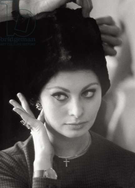 Close-up of Sophia Loren while is wearing a hat, 1963 (b/w photo)