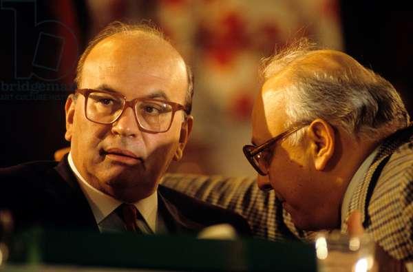 A man talking to Bettino Craxi