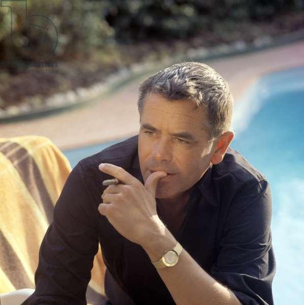 Glenn Ford smoking (photo)