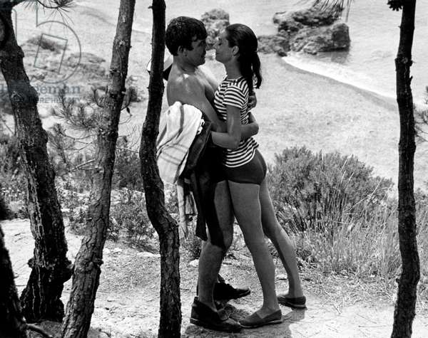 Albert Finney and Audrey Hepburn hugging on a beach, 1966 (b/w photo)