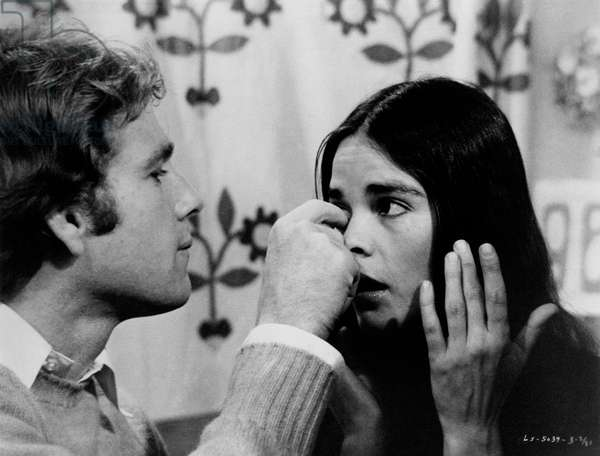 Ali MacGraw and Ryan O'Neal in a scene from the film 'Love Story', 1970 (b/w photo)
