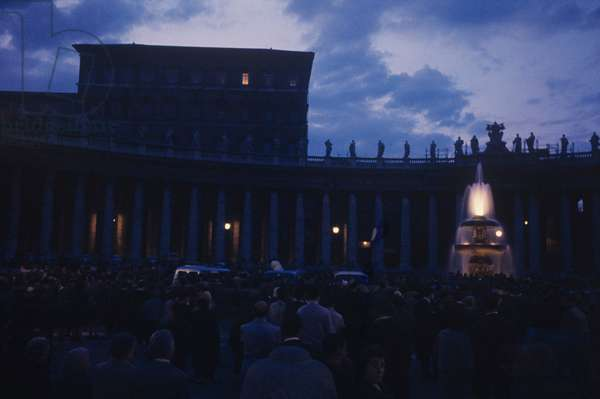 The faithfuls in Piazza San Pietro, Vatican City, Vatican City State