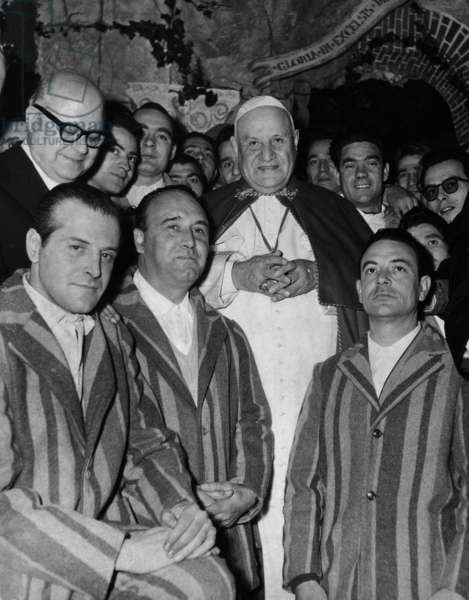 Pope John XXIII among the inmates of Regina Coeli