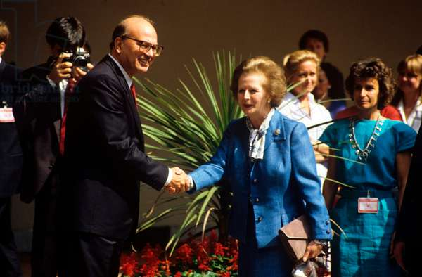 Bettino Craxi shaking hands with Margaret Thatcher