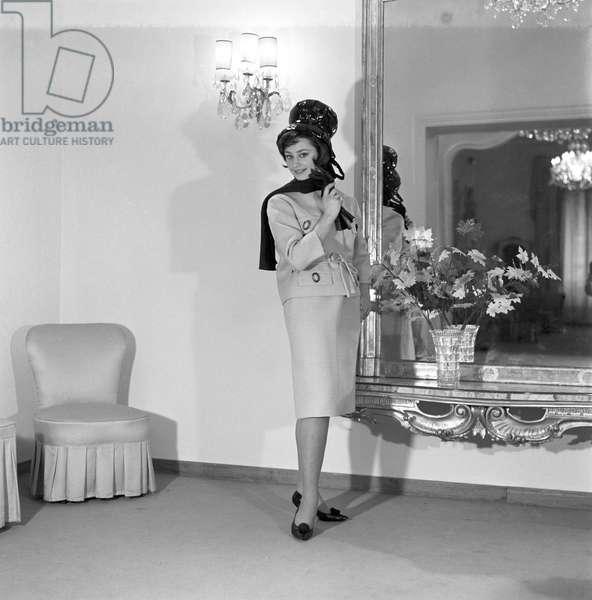 Raffaella Carrà in the Clara Centinaro's atelier, Rome, Italy, 1963 (b/w photo)