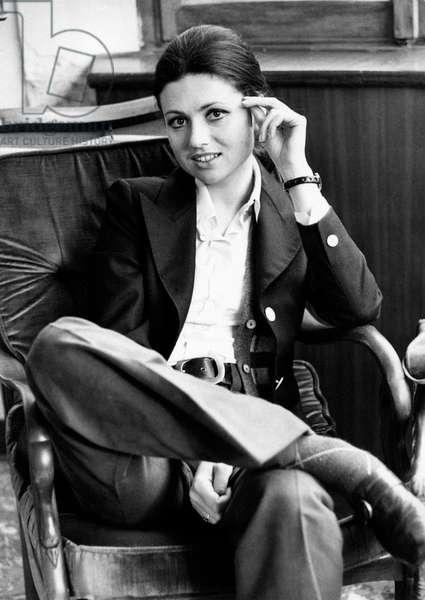 Gigliola Cinquetti sitting in an armchair