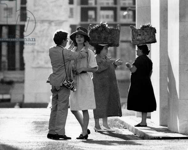 Willy Rizzo straightening up Elsa Martinelli, 1960 (b/w photo)