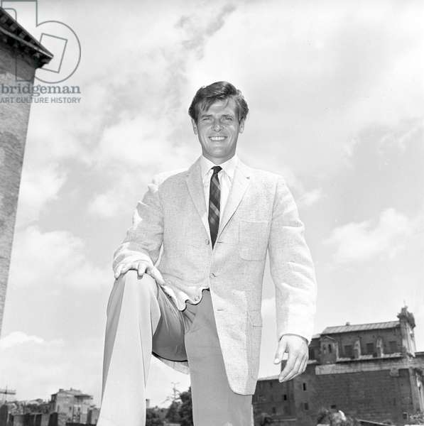 Roger Moore in Rome (b/w photo)