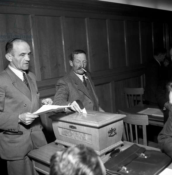 Citizens of Trento and South Tyrol voting at a polling station during the regional election in Trentino-Alto Adige/Sudtirol, Italy, November 1952 (b/w photo)