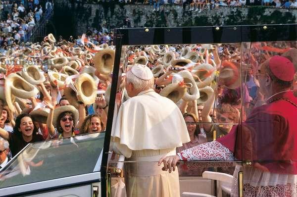 The crowd greeting Pope John Paul II, Italy