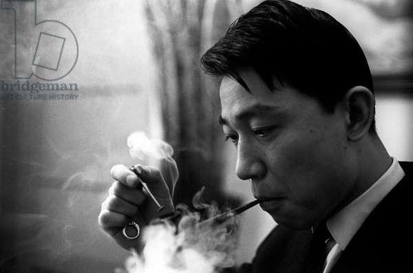 Fou Ts'ong smoking a pipe
